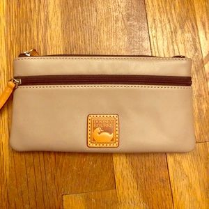 Dooney & Bourke wristlet -Tan